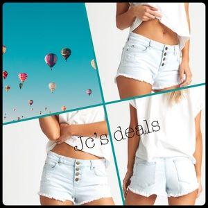 🔥 billabong buttoned up light jean shorts 🔥